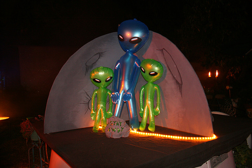 aliens-in-the-moon.jpg